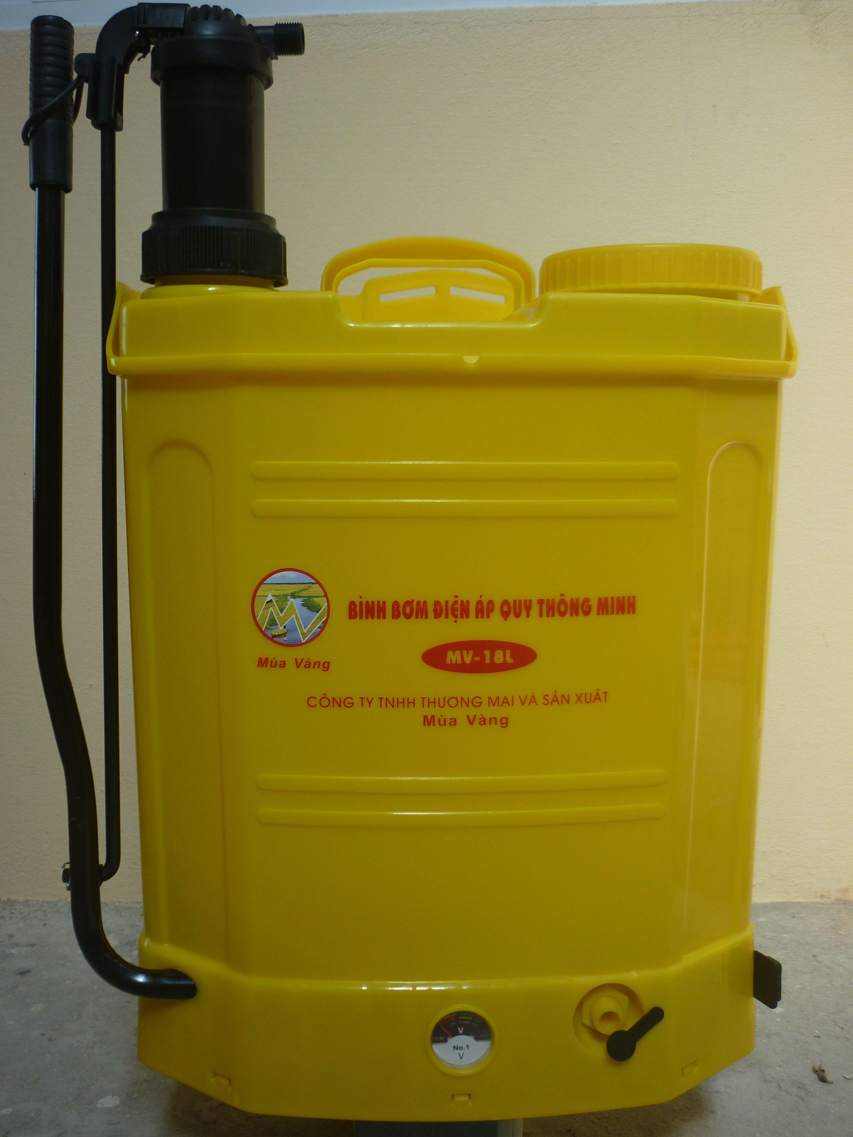 Bình bơm điện áp quy thông minh 1